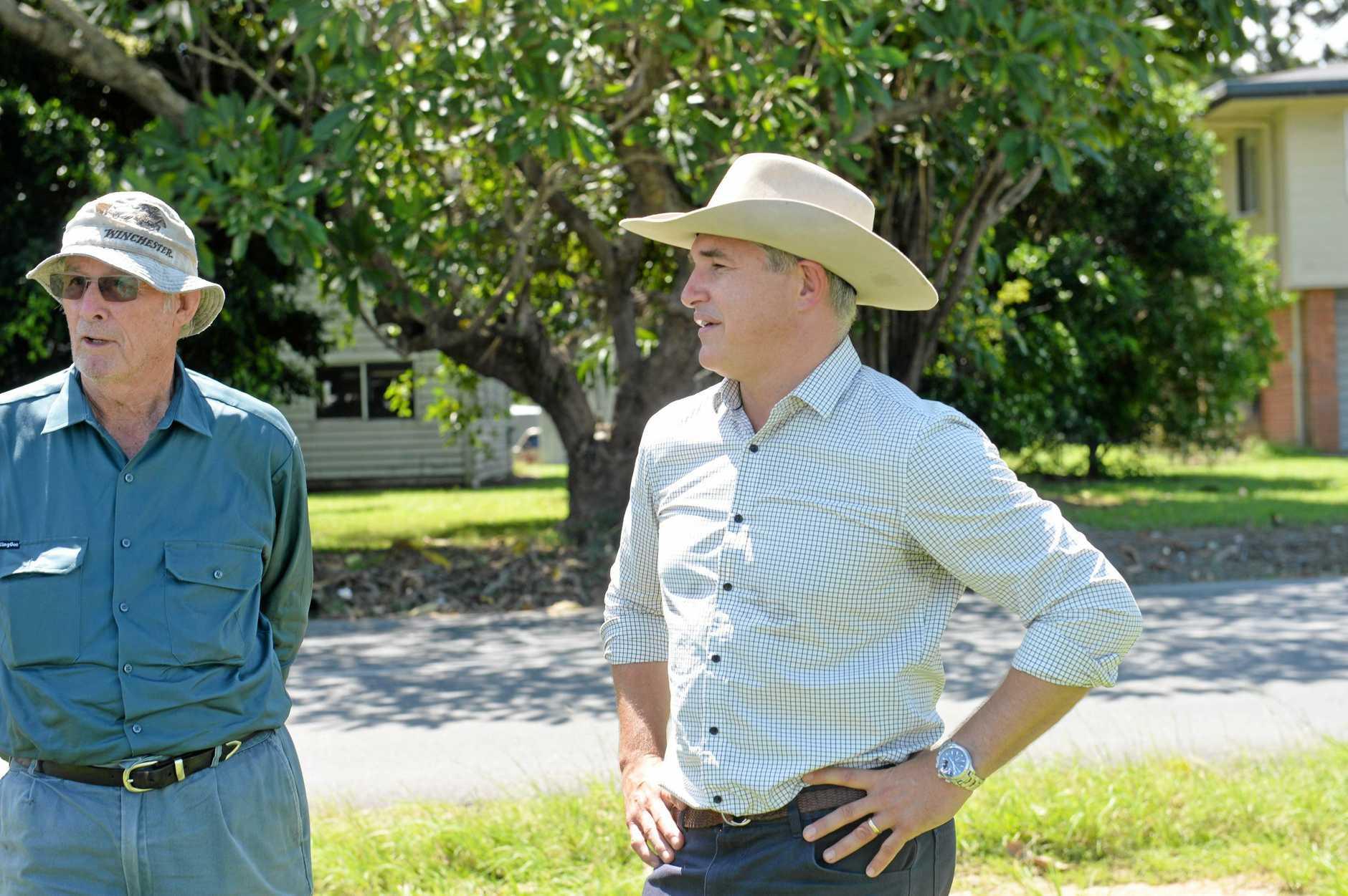 Robbie Katter talks to Mackay Sugar stakeholders and growers.