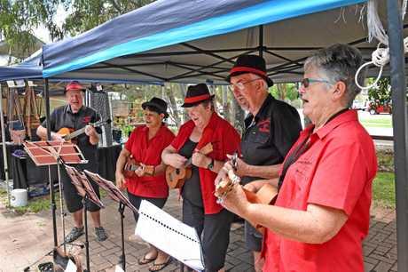 Urangan Pier Markets - Red G Strings band.