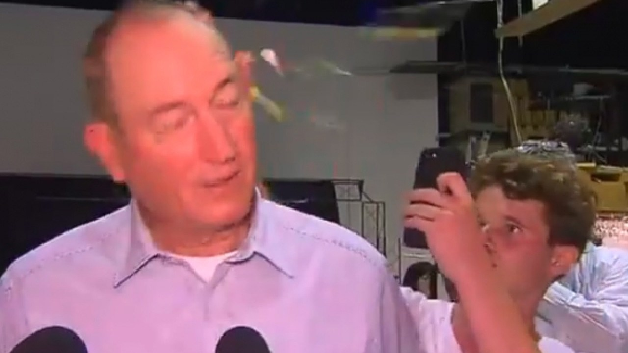 Fraser Anning is egged by 17 year old William Connolly #Eggboy.