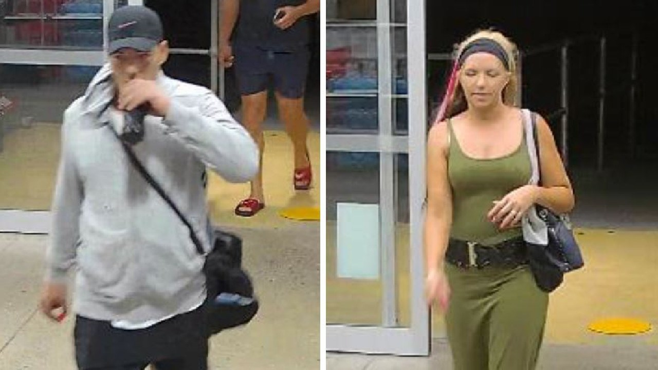 Do you recognise these people? Reference: QP1900292049