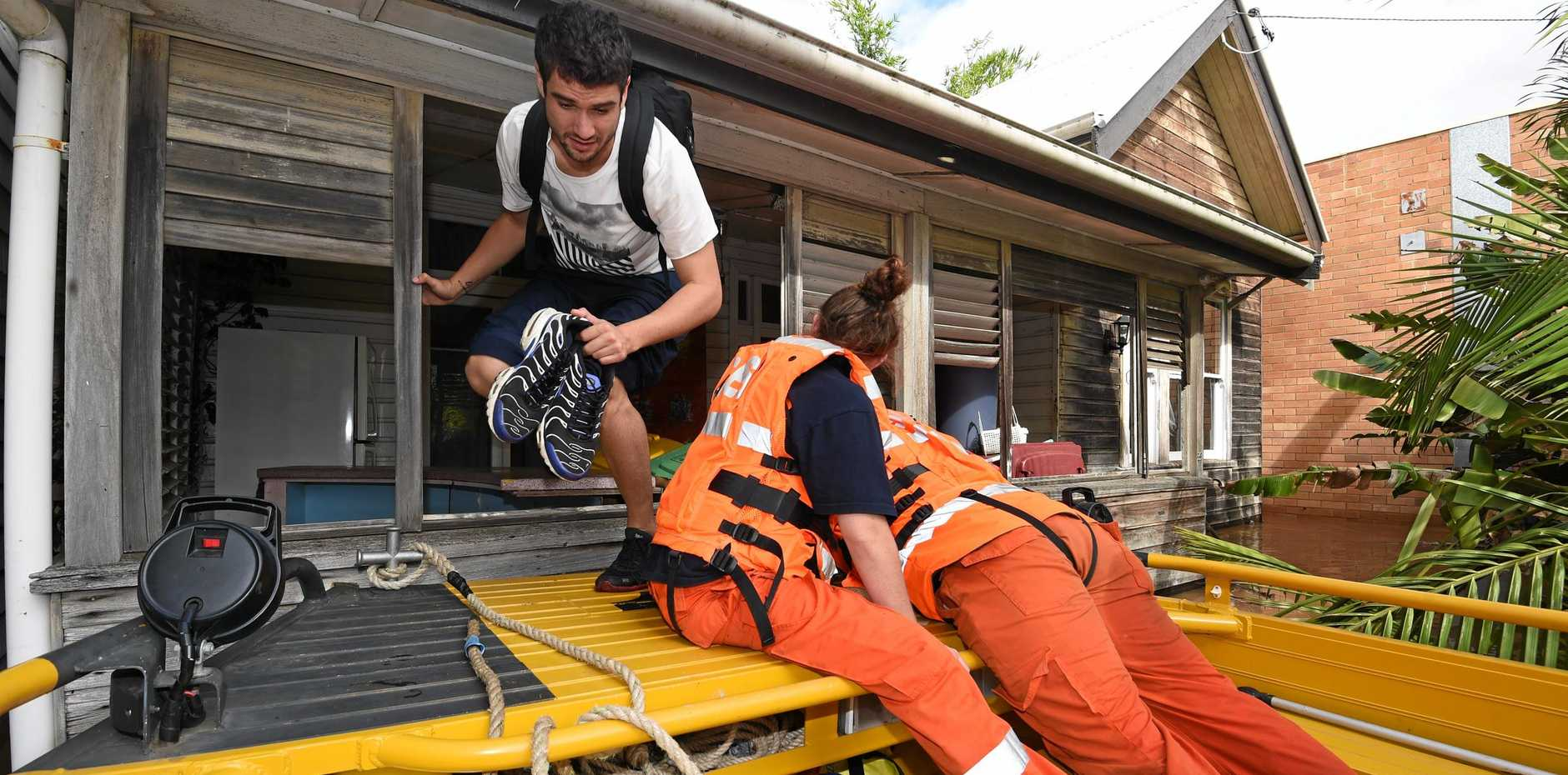 SES crews search and rescue people who were stranded in the houses in North Lismore in 2017.
