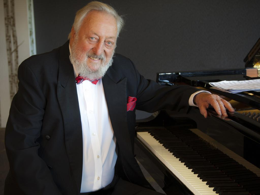 TV legend and  musical maestro Geoff Harvey has died.  Picture: Robert Billington