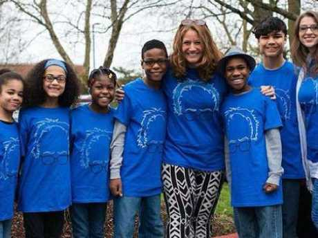 Sarah and Jennifer Hart with their kids Markis, Jeremiah, Abigail,  Ciera, Devonte and Hannah. Picture: Supplied
