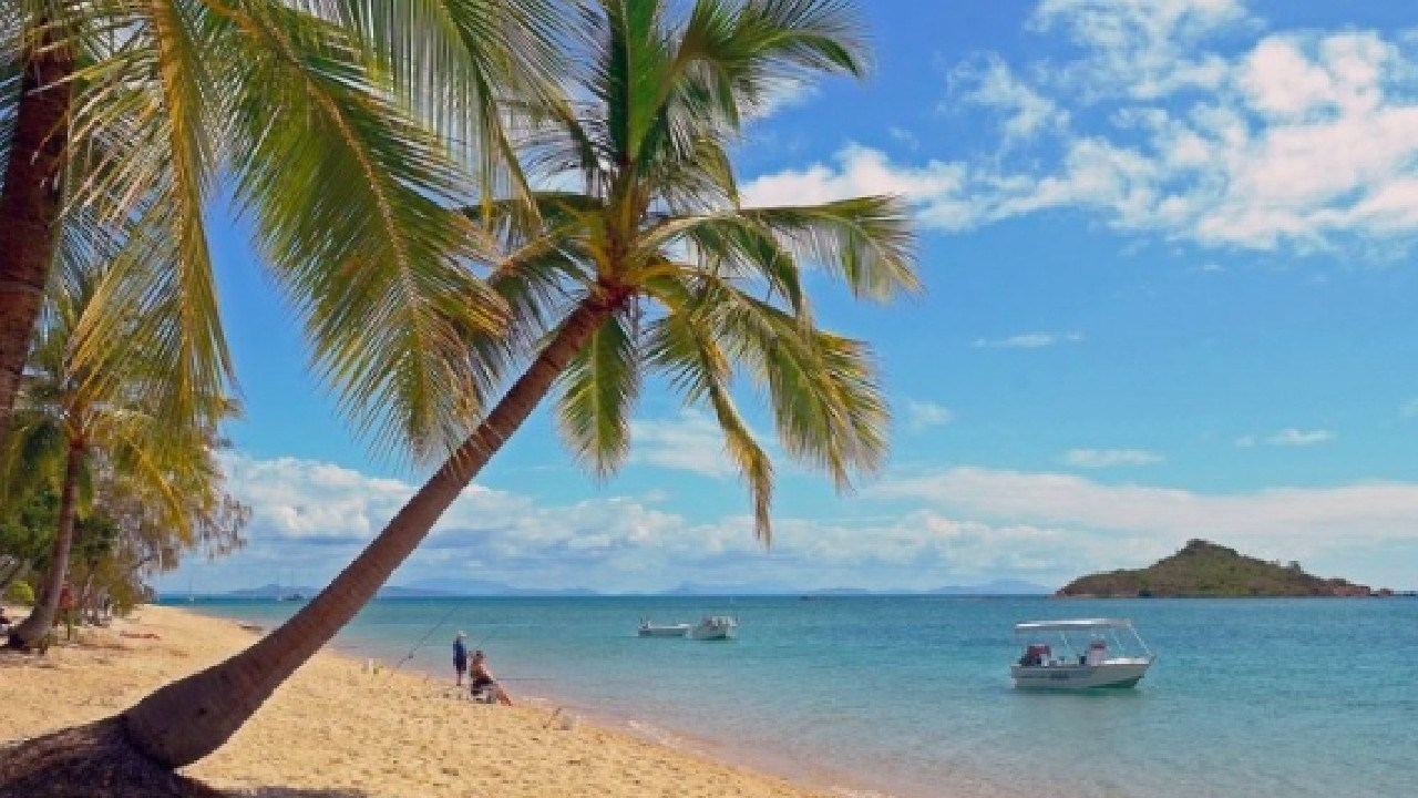 Cape Gloucester Beach Resort, one of the Whitsundays best kept holiday getaway secrets, is for sale.