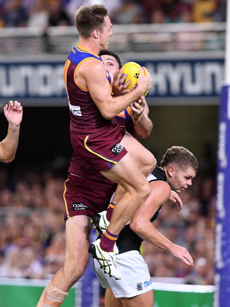 McCarthy takes a screamer. Picture: Dave Hunt/AAP