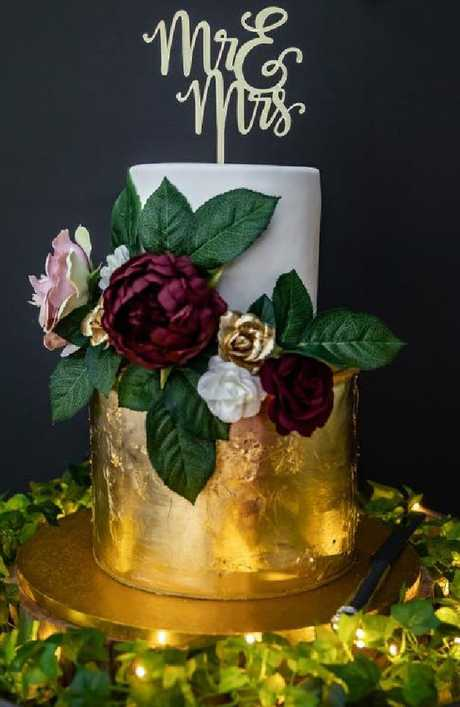 Erin used smaller garland flowers as well as artificial ones on her wedding cake.