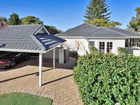 The price of 130 Edinburgh Rd, Castlecrag, fell $440,000 from August 2016 to November 2018.