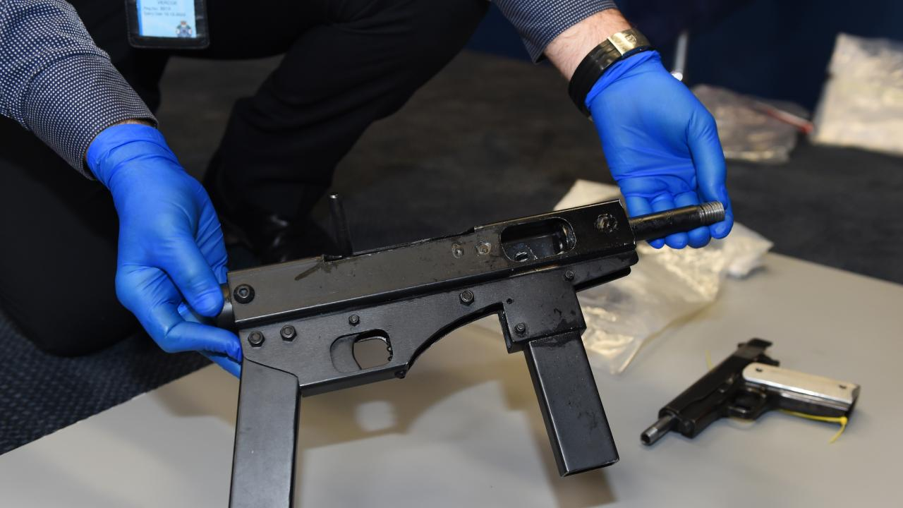 Police display a seized home made sub-machine gun during a press conference. (AAP Image/Dan Peled)