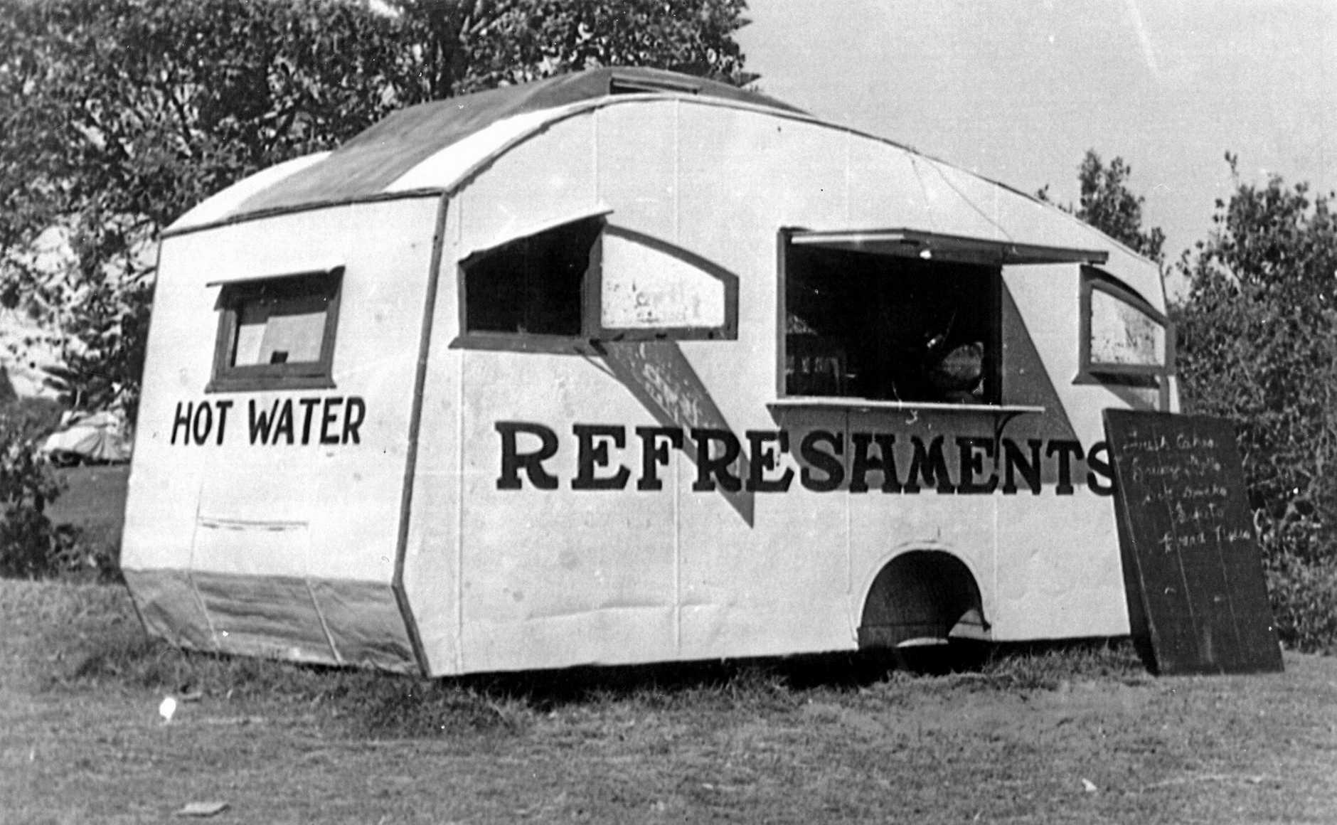 M863479 - Hazel O'Meara's refreshment caravan parked on The Esplanade at Bulcock Beach, Caloundra, ca 1947.