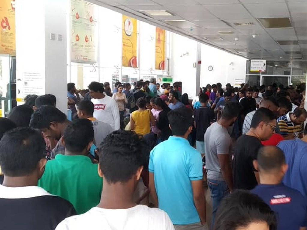 Large numbers line up to donate blood at Blood Donation Sri Lanka, in Colombo. Picture: Supplied