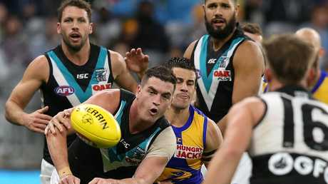 Tom Rockliff handballs in traffic. Picture: Paul Kane/Getty Images