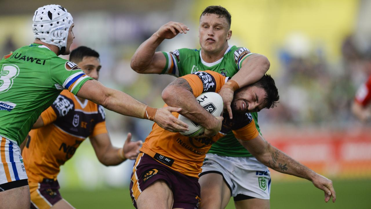 Jack Wighton tries to neck Matt Gillett. Picture: AAP Image/Rohan Thomson