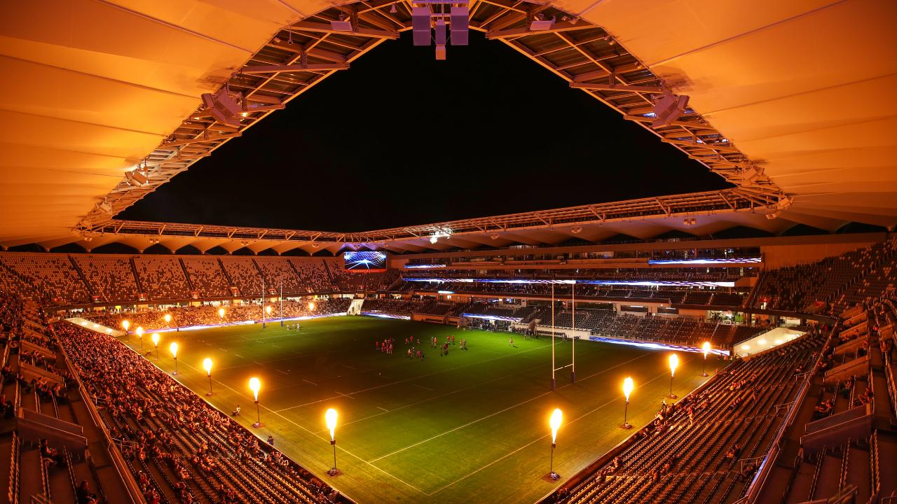 Bankwest Stadium under lights. (AAP/Brendon Thorne)