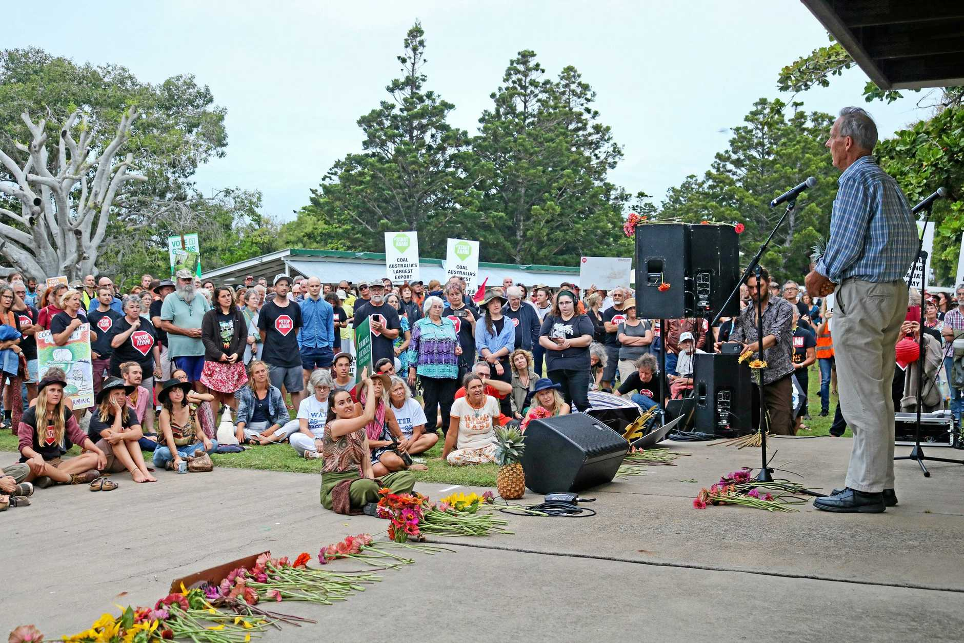 Dr Bob Brown faced the predicament of addressing both supporters and opponents at Emu Park yesterday.