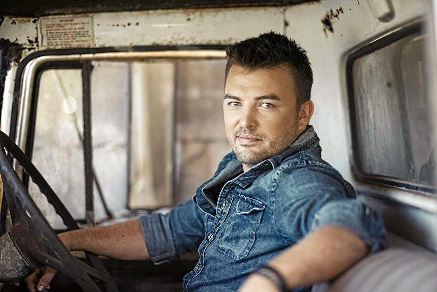 COUNTRY MUSIC STAR: Travis Collins will perform at Rainbow Beach on Saturday night.