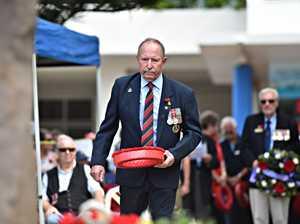 Mudjimba ANZAC Ceremony.John Sinclair lays a