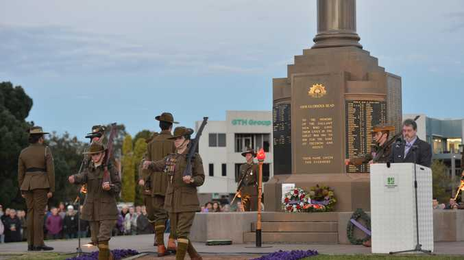 Thousands attend Toowoomba's Anzac Day dawn service