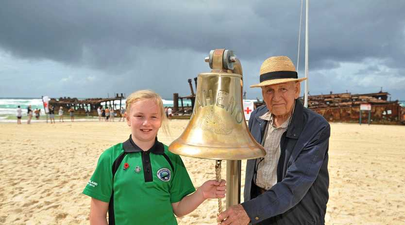 Danielle Ballantyne from the Maheno School in New Zealand with Maryborough's Peter Olds.
