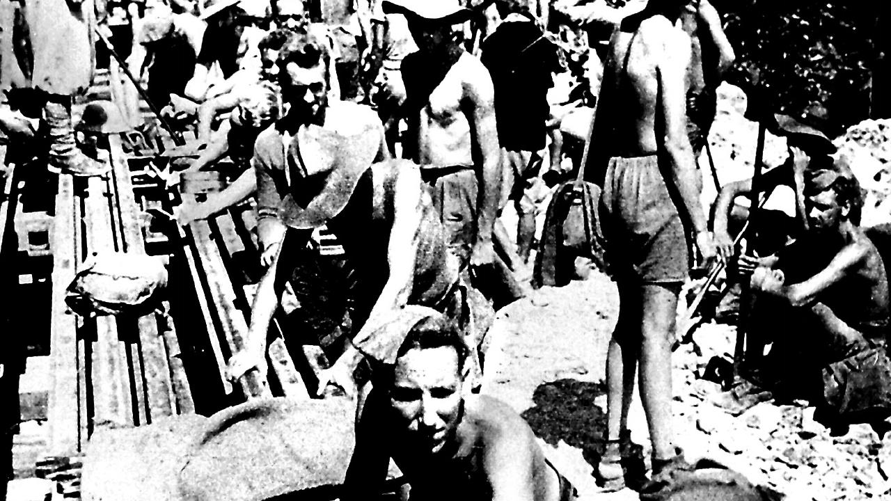 Australian and allied prisoners of war labouring at Hellfire pass.