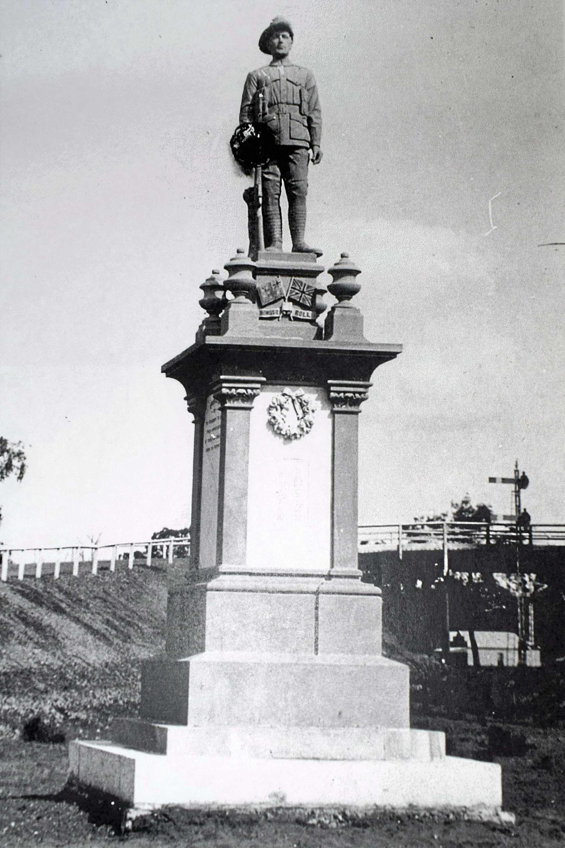 The original Chinchilla Soldier's Memorial on Chinchilla Street, opposite Ainsworth Motors.