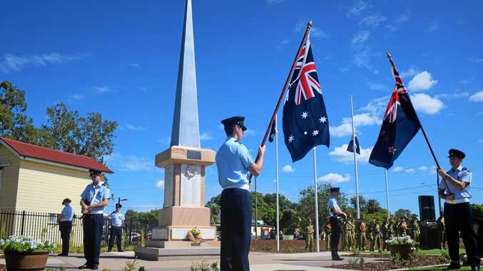 Thousands gather to honour the Anzac legend