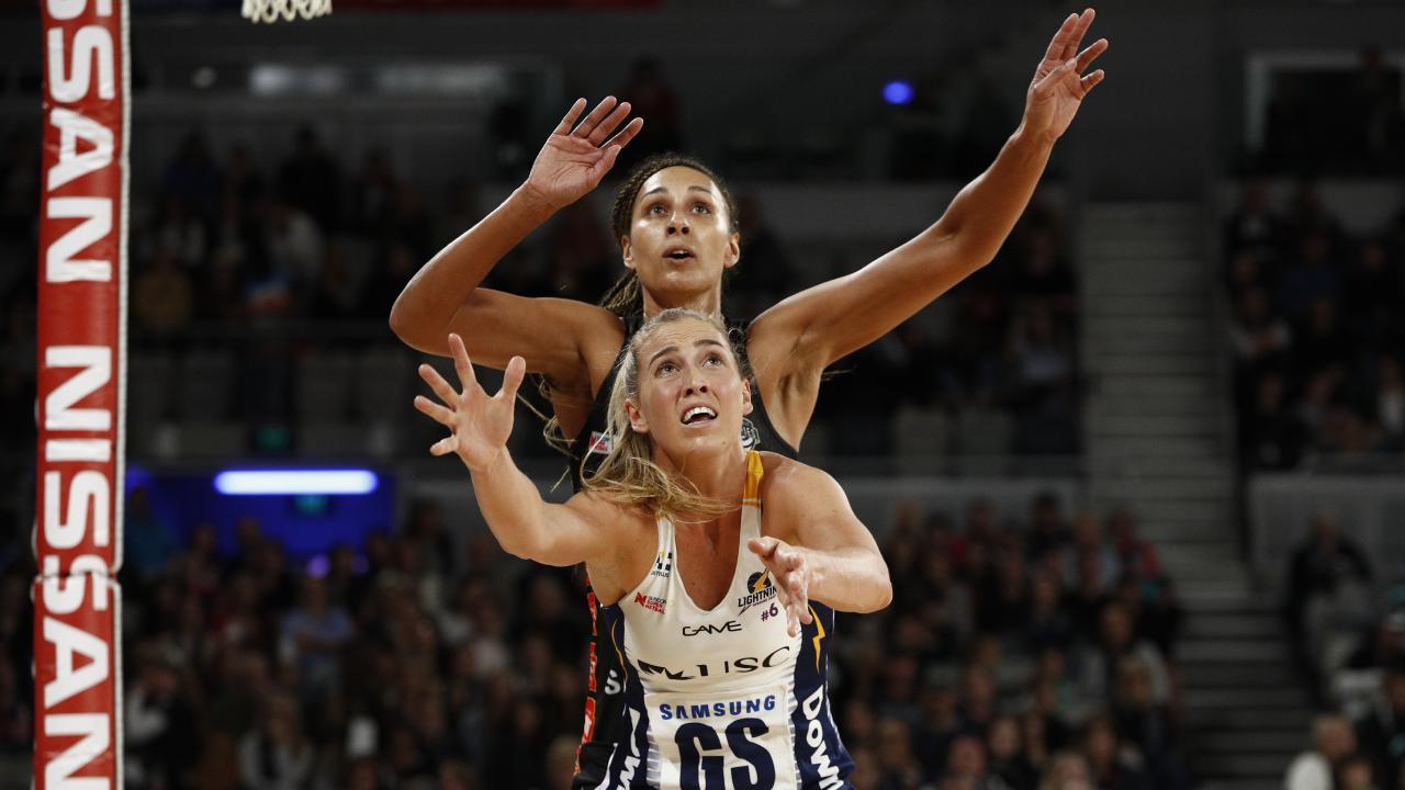 Cara Koenen battles former teammate Geva Mentor in the opening round.