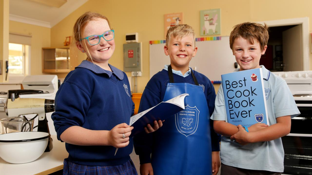 Harry Chase with Kirralee Brown, 9, and Nathan Klante, 8. Picture: Jonathan Ng