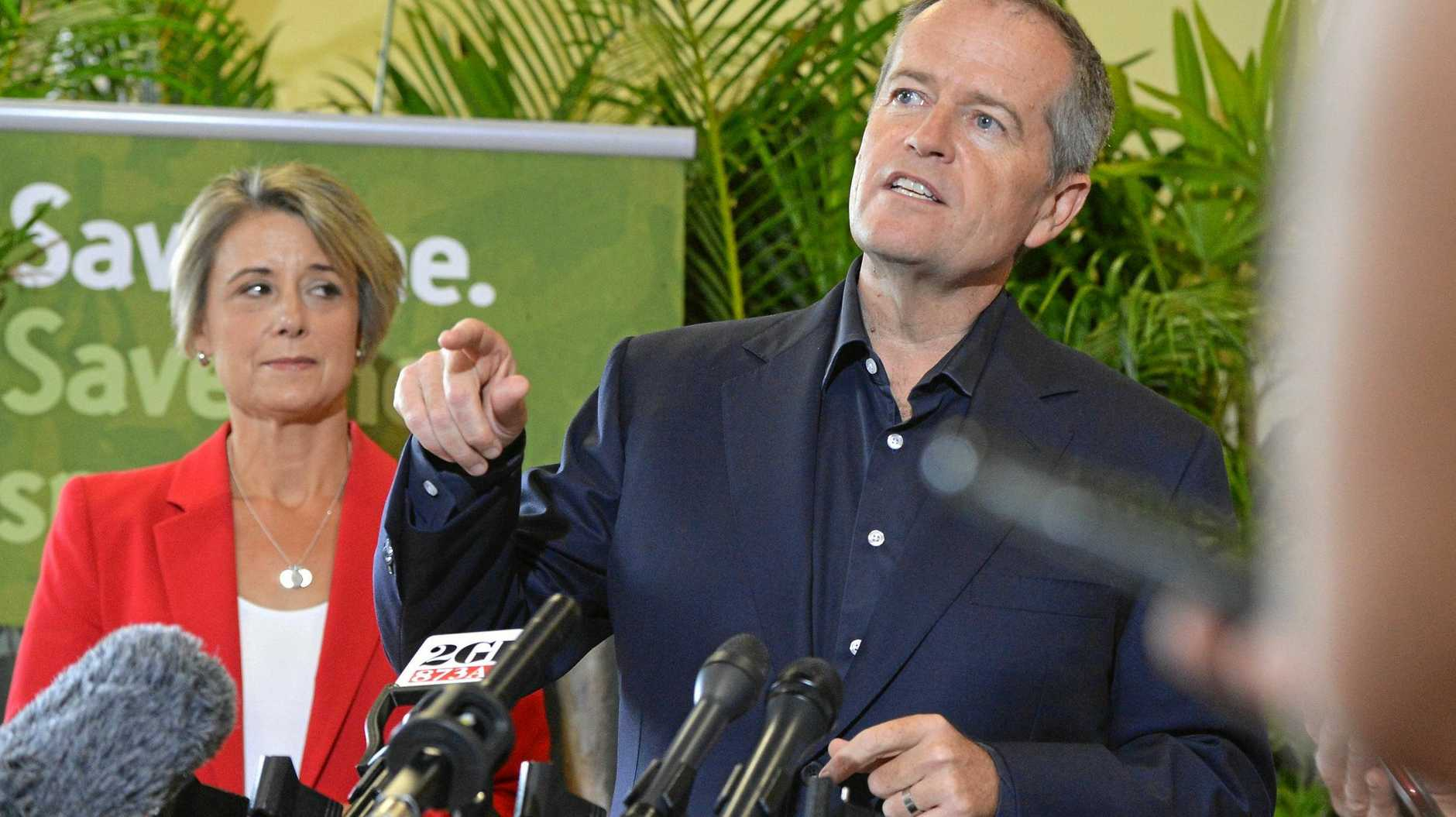 Bill Shorten flanked by Senator Kristine Keneally delivers Labor's $1 billion election commitment to the environment at Australia Zoo.