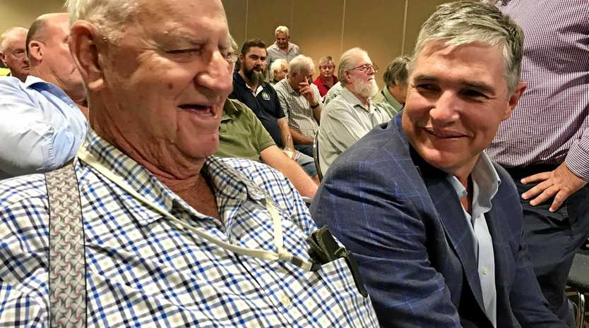 Jim Penny chats with Queensland MP Robbie Katter at Wednesday evening's Boot Brisbane forum.
