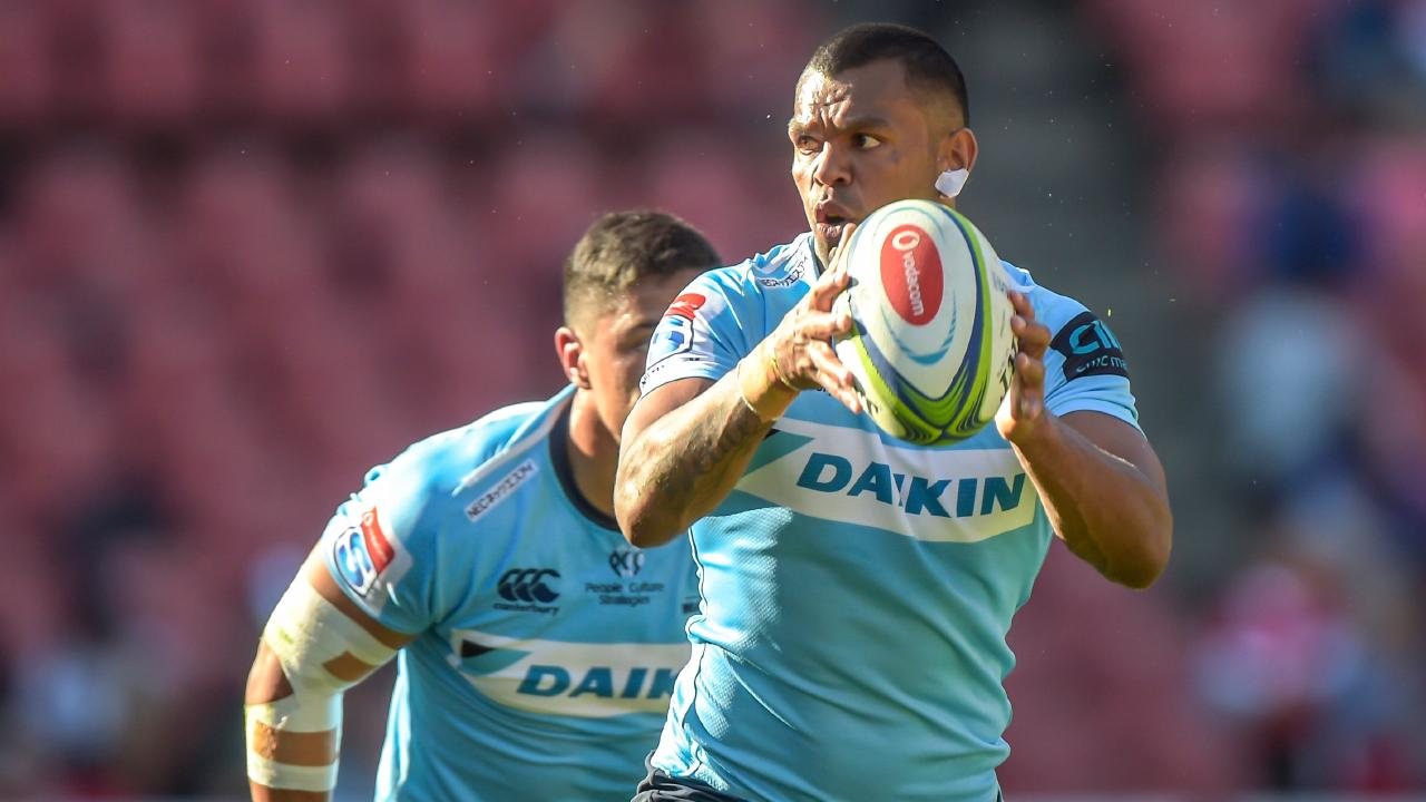The NSW Waratah's Kurtley Beale holds the ball to the NSW Waratah's Nick Phipps (L) during the Super XV Rugby Union match between Emirates Lions and NSW Waratahs at Emirates Airline Park, in Johannesburg, on 11 May, 2019. (Photo by Christiaan Kotze / AFP)