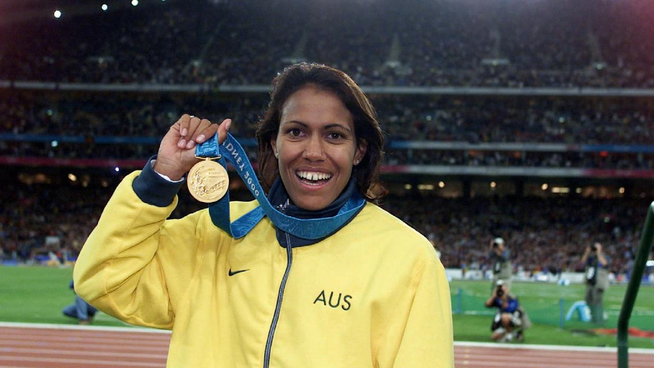 Cathy Freeman with her 400m gold medal.