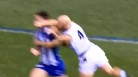 Gary Ablett collects Sam Wright in Round 8.