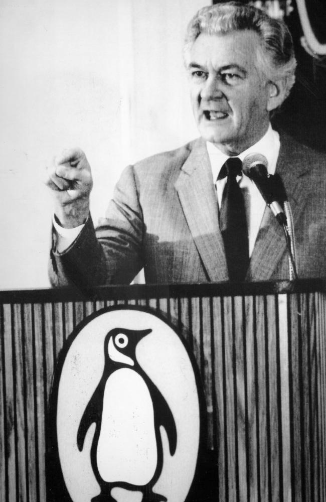 Prime Minister Bob Hawke launching the book Apartheid in 1989. Picture: Alan Porritt