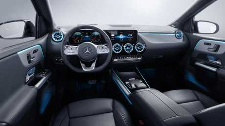 The new Mercedes-Benz B-Class features the continuous dual screen layout.