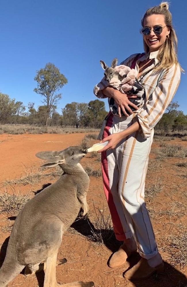 Margot Robbie visited the Kangaroo Sanctuary in the Northern Territory last week. Photo: @thekangaroosanctuary/Instagram