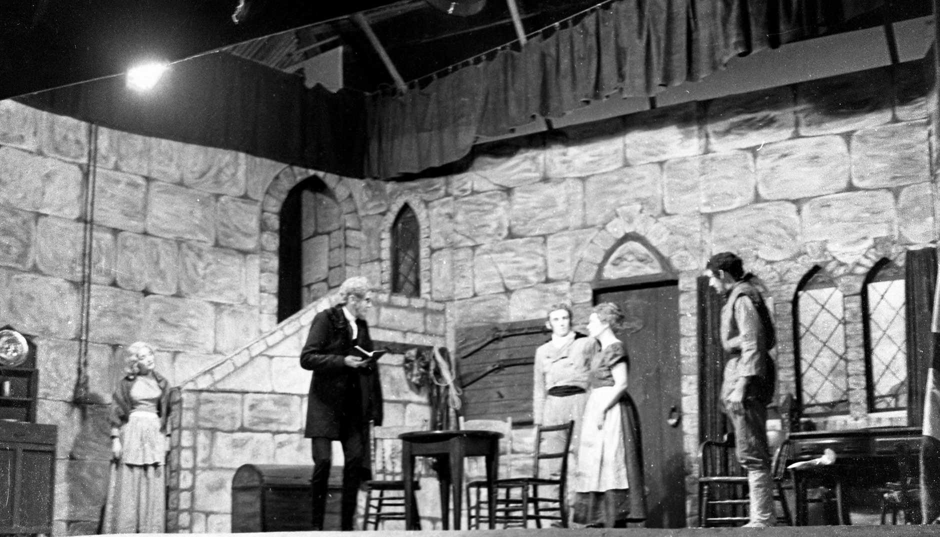 M869250 - Nambour Amateur Theatrical Society members performing the play 'Granite', Nambour, July 1959.