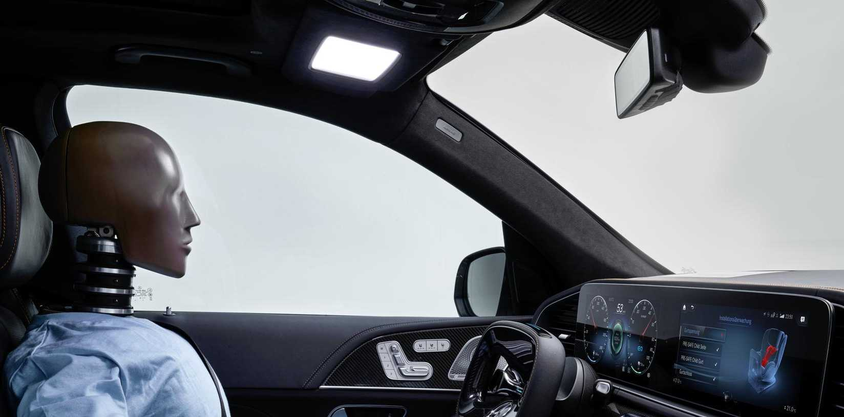 Mercedes vitalising interior light: The sunvisor mimics daylight to keep drivers alert