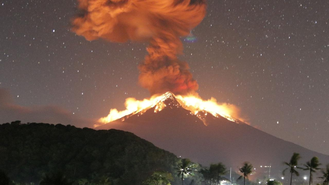 Stunning photos of the Volcano Mount Agung erupting.