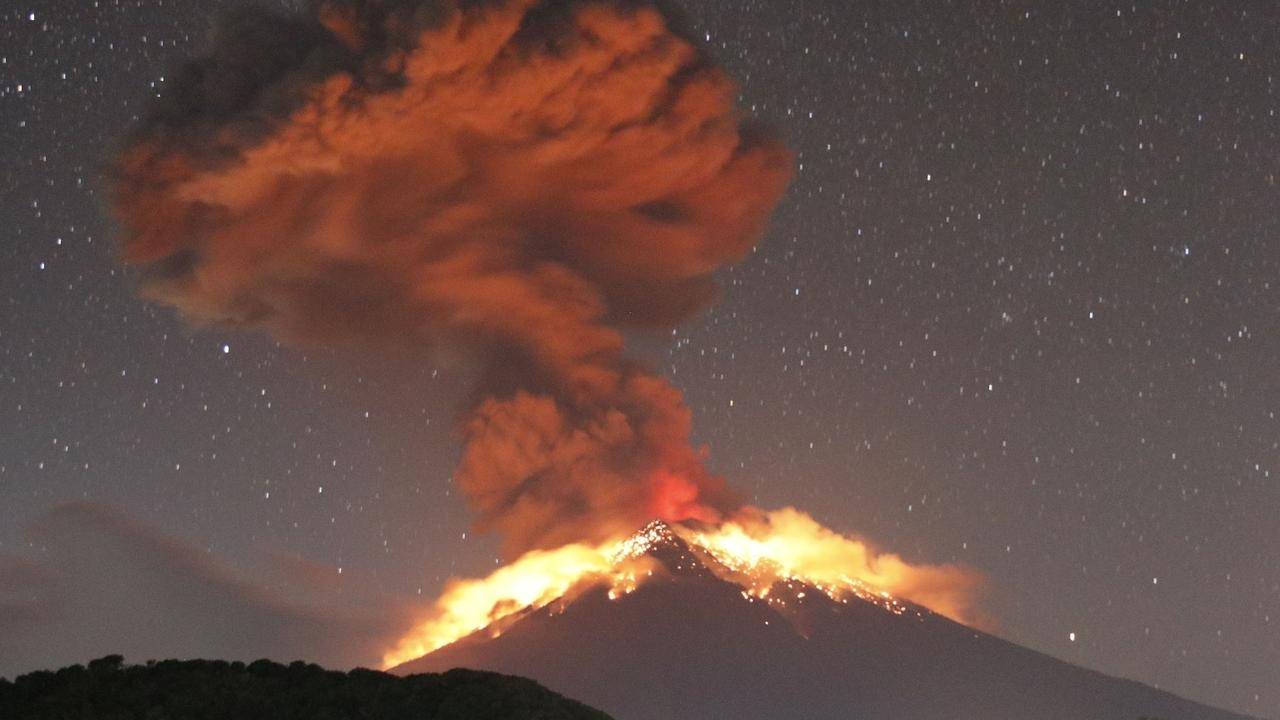 Stunning photos of the Volcano Mount Agung erupting on May 24.
