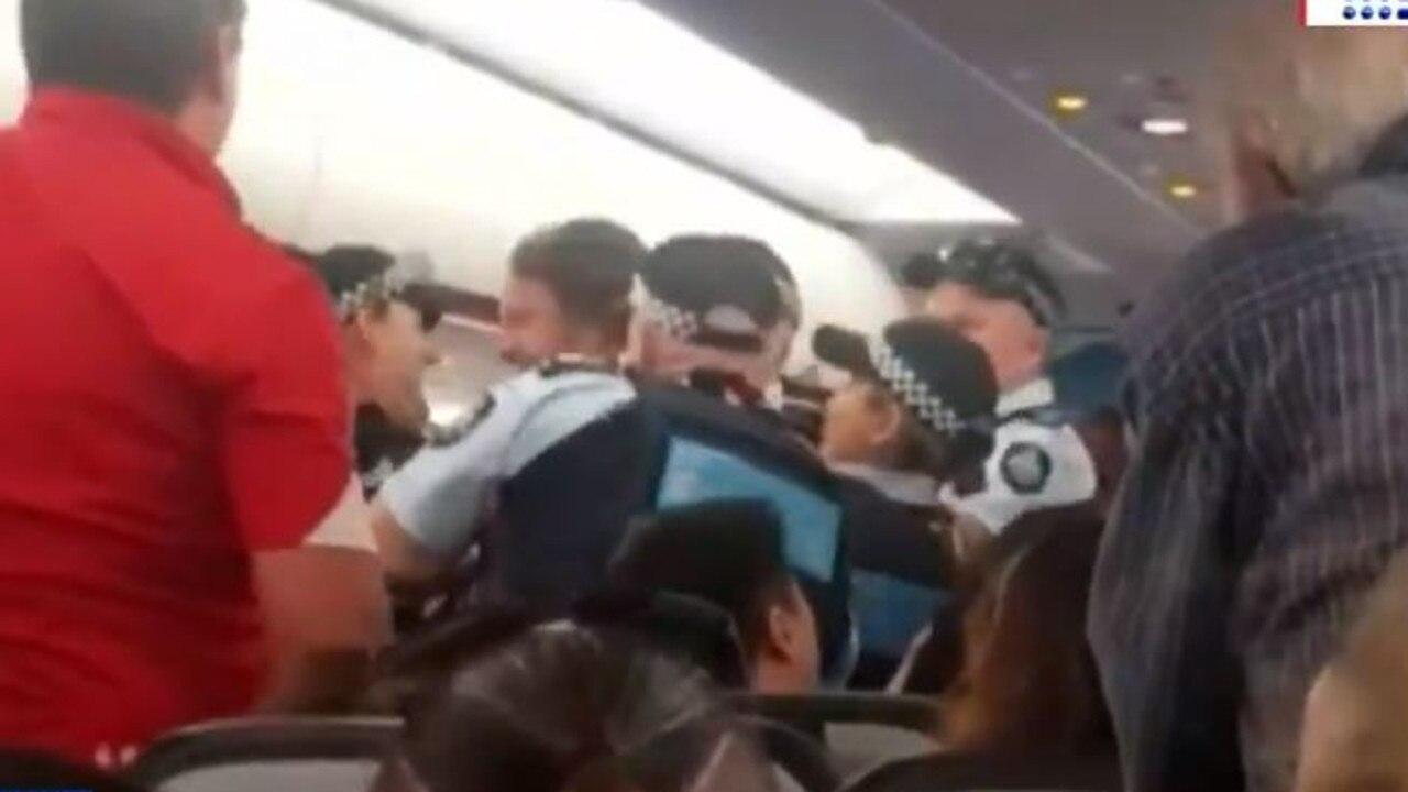 Man allegedly attacks AFP officers after refusing to leave Jetstar flight.