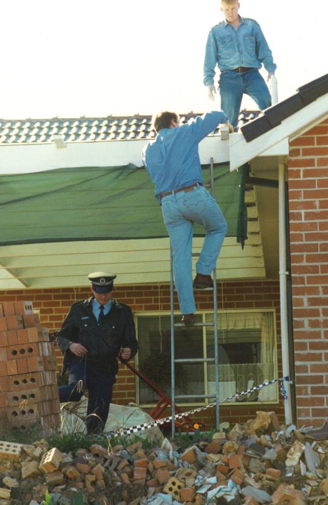 Detectives inspect Milat's house after his arrest in May 1994. Picture: Jeff Darmanin/Macarthur Chronicle
