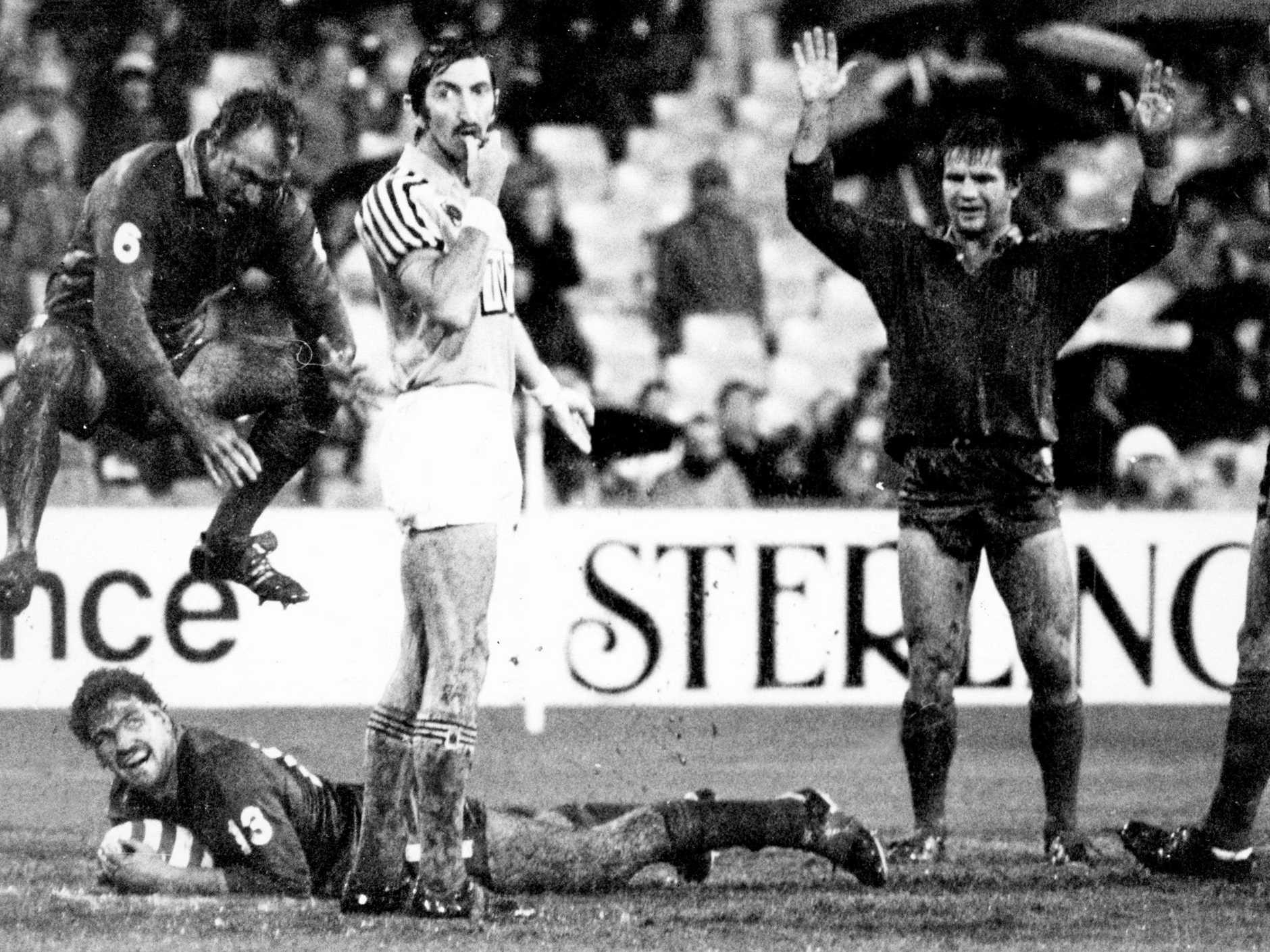 Referee Barry Gomersall awards a try to Greg Dowling in a State of Origin match at the SCG in 1984. Picture: Peter Kurnik/News Ltd Archive  (copyright)