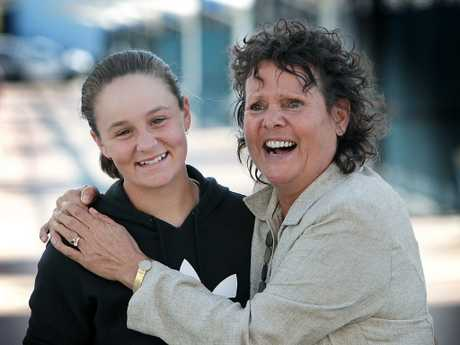 Tennis legend Evonne Goolagong Cawley (right) has become good mates with fellow indigenous star, Ash Barty. Picture: Glenn Barnes