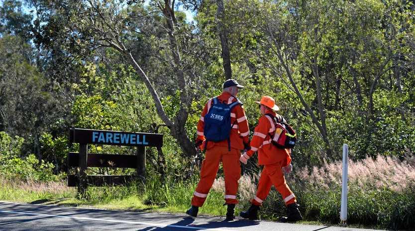 SES volunteers search bush land near Belongil Creek along Ewingsdale Rd for any sign of missing Belgian backpacker Theo Hayez.