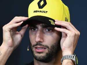 Legend's call to punish 'dirty' Ricciardo