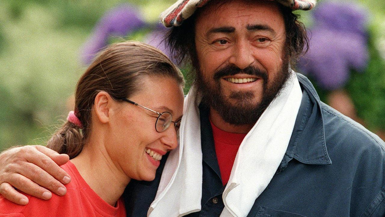 Pavarotti and Nicoletta Mantovani in London in 1997.