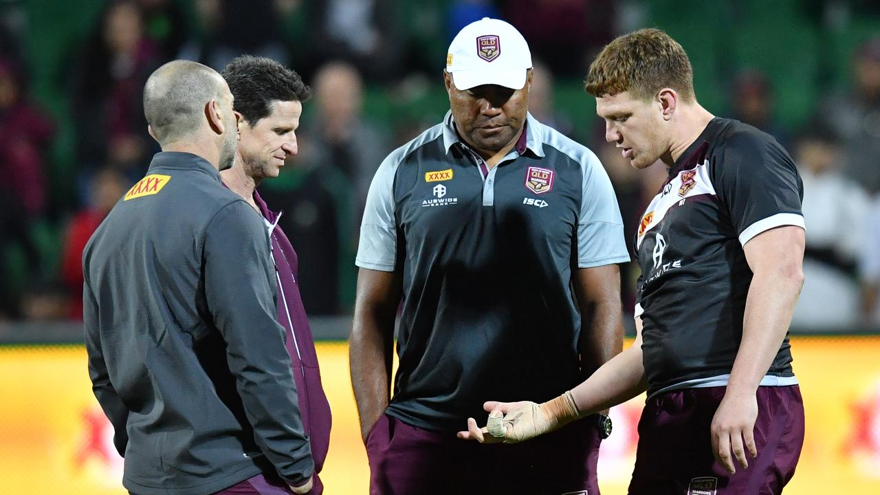 Dylan Napa talks with Petero Civoniceva and Queensland medical staff.