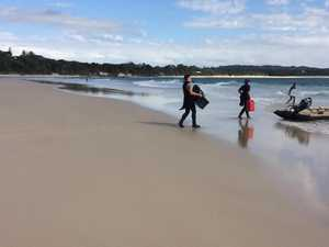 Police divers arriver in Byron Bay