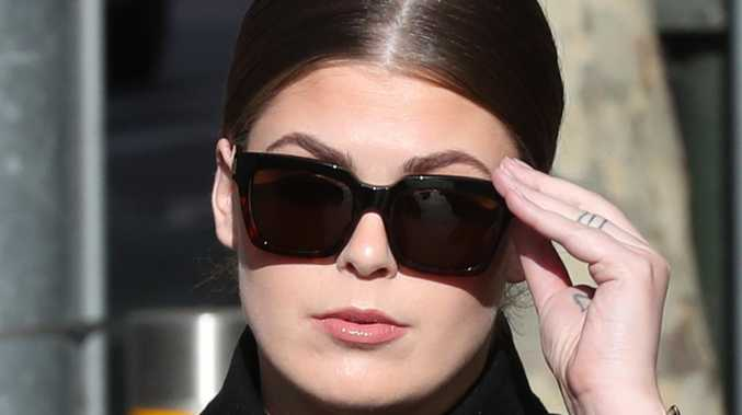Cancer con Belle Gibson arrives at court