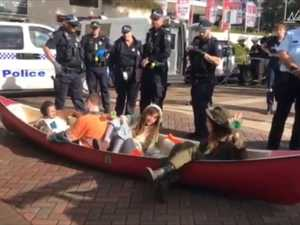 Protesters in canoe stop Brisbane traffic